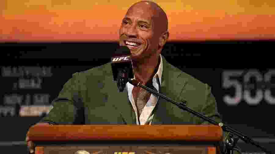 """Dwayne """"The Rock"""" Johnson em apresentação do UFC 244; ator se aventurou no mundo das lutas - Josh Hedges/Zuffa LLC via Getty Images"""