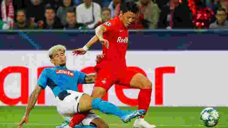 Hwang Hee-chan, sensação do Red Bull Salzburg, da Áustria, em jogo contra o Napoli - REUTERS/Leonhard Foeger