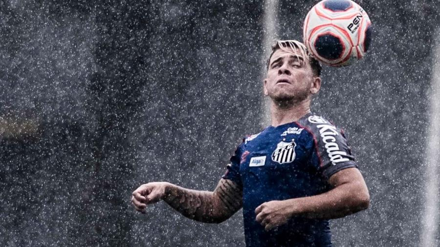 Soteldo domina bola sob chuva em treino do Santos - Ivan Storti/Santos FC