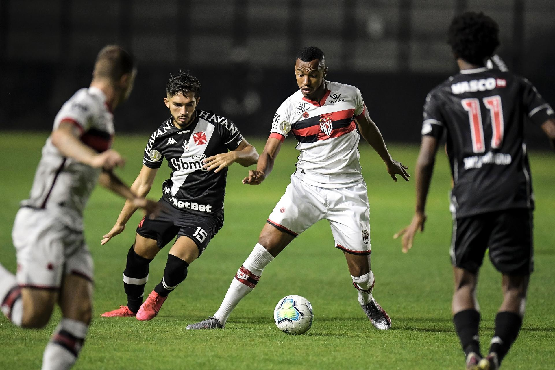 Ex Vasco Kayzer Brilha E Da Vitoria Ao Atletico Go Em Sao Januario 10 09 2020 Uol Esporte