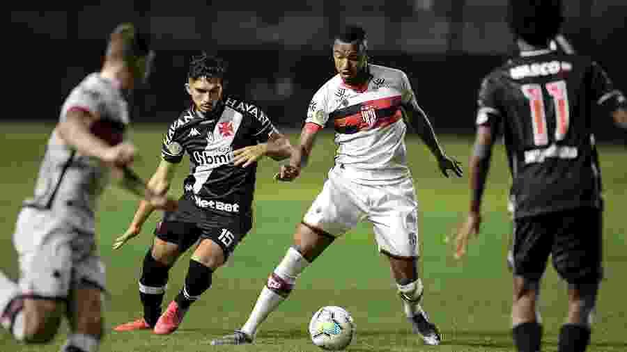 Volante Andrey deve estar de volta ao Vasco na decisiva partida contra o Botafogo nesta quarta-feira - Jorge Rodrigues/AGIF