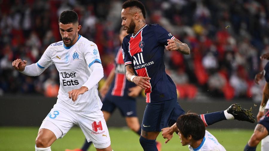 Neymar e Álvaro Gonzalez disputam bola na partida PSG x Olympique de Marselha pelo Campeonato Francês - Franck Fife/AFP