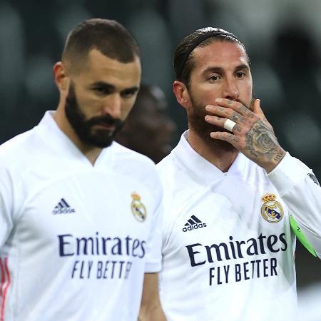 Sergio Ramos e Benzema na partida entre Borussia Moenchengladbach e Real Madrid, pela Liga dos Campeões - Getty Images
