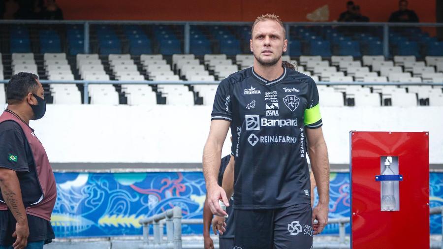 Micael, capitão do Paysandu na Série C, veste o terceiro uniforme do clube, todo preto - Jorge Luiz/Paysandu