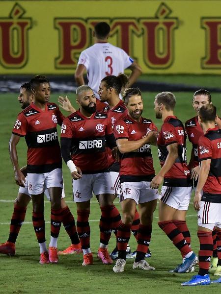 Jogadores do Flamengo comemoram gol contra o Bangu, pelo Campeonato Carioca - Thiago Ribeiro/AGIF