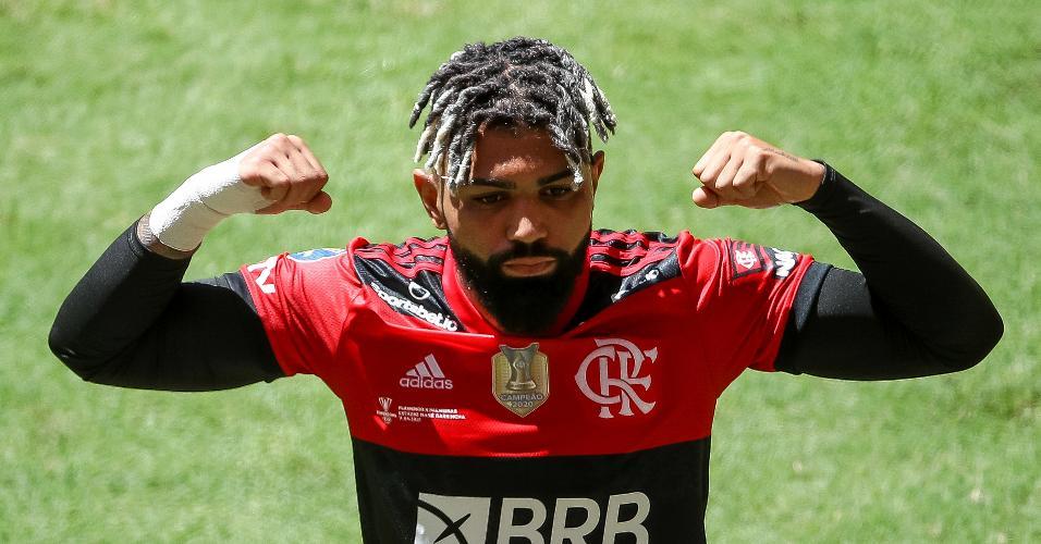 Gabigol comemora o gol de empate do Flamengo contra o Palmeiras, pela Supercopa do Brasil