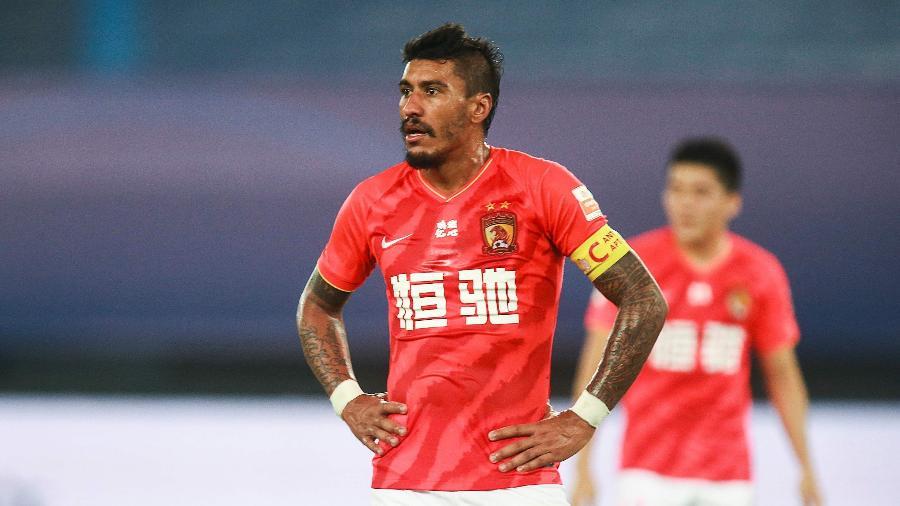 """Paulinho é um dos astros do futebol chinês que estão """"presos"""" no Brasil - AFP"""