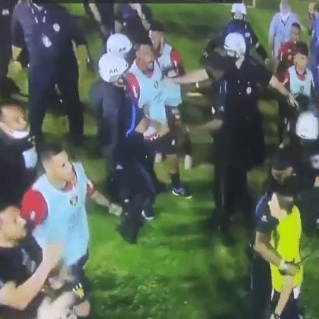 Jogadores do Sport atacaram trio de arbitragem - Reprodução/TV Globo