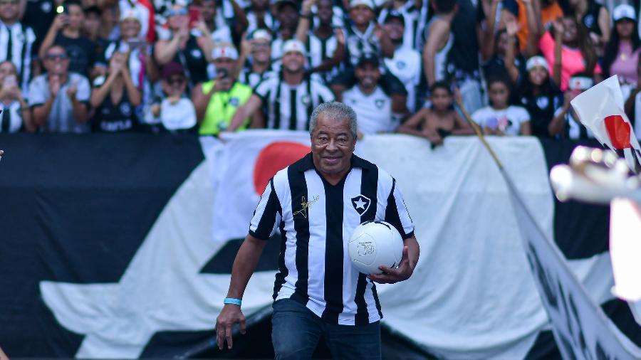 Ídolo do Botafogo, Jairzinho participou da apresentação do meia japonês Honda ao Alvinegro - Thiago Ribeiro