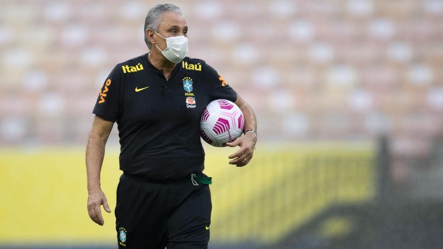 Tite durante o treino da seleção brasileira de hoje (13) na Arena da Amazônia - Lucas Figueiredo/CBF