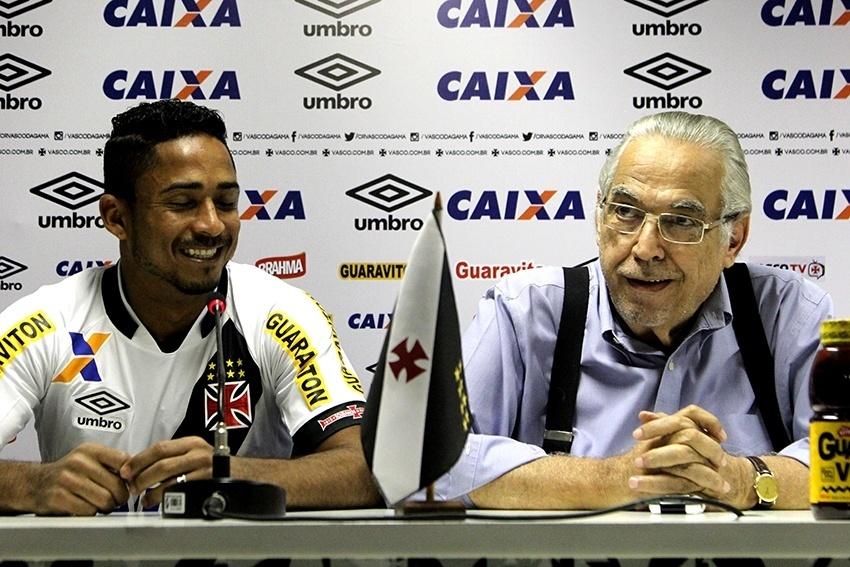 Presidente do Vasco, EUrico Miranda, apresenta Jorge Henrique como novo reforço do clube