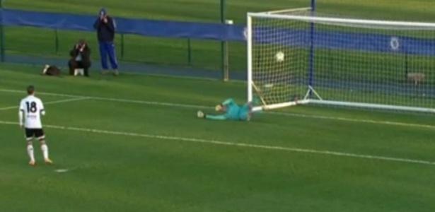 Árbitro não deu o gol do Valencia contra o Chelsea por considerar que a bola não passou a linha