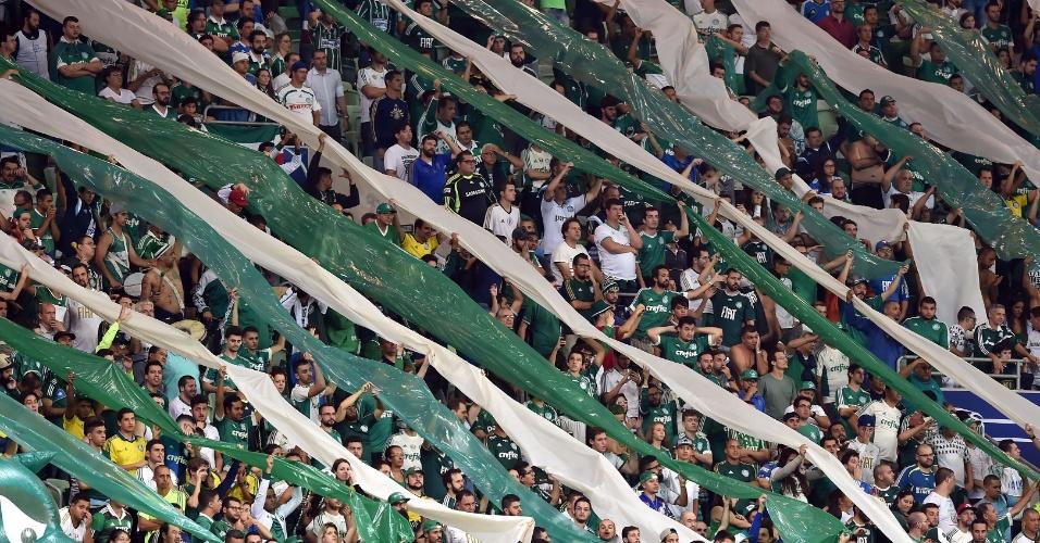 Torcida do Palmeiras apoia a equipe no Allianz Parque, no jogo contra o Rosario Central, na Libertadores