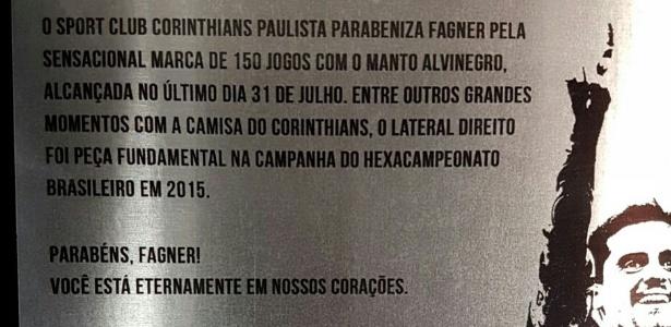 Corinthians entrega placa a Fagner pelos 150 jogos disputados com a camisa alvinegra