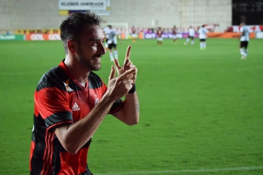 Mancuello, do Flamengo, comemora golaço contra o Atlético-PR