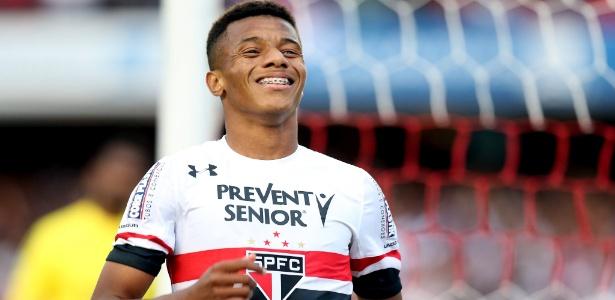 David Neres marca o segundo gol do São Paulo contra a Ponte Preta