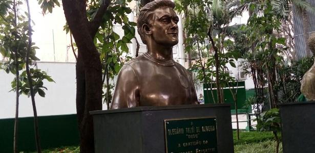Dudu é o sexto ex-jogador do Palmeiras a ganhar um busto na sede do clube