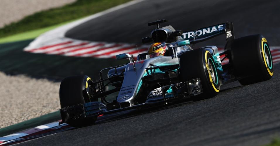 Lewis Hamilton dá suas primeiras voltas do ano nos testes coletivos com a Mercedes
