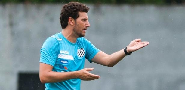 Ex-meia Elano atualmente exerce a função de auxiliar técnico de Dorival Júnior