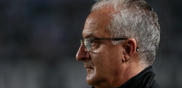 Dorival Júnior foi demitido do Santos após derrota em clássico para o Corinthians