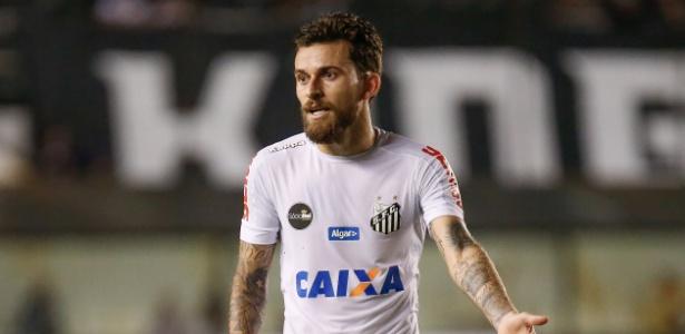 Lucas Lima foi vaiado por santistas depois da derrota por 1 a 0 na Vila Belmiro - MARCELLO ZAMBRANA/AGIF/ESTADÃO CONTEÚDO