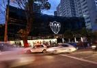 Torcedores pedem raça e fazem protesto em frente à sede do Atlético-MG