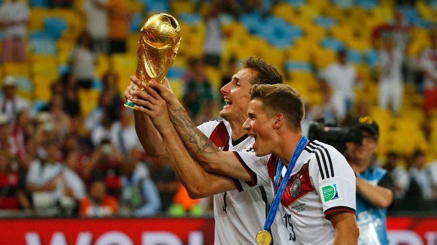 Klose com a taça da Copa do Mundo após a conquista de 2014 - Michael Dader/Reuters
