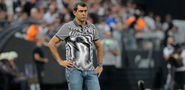 Carille em ação durante jogo do Corinthians contra o Fluminense - Daniel Vorley/AGIF