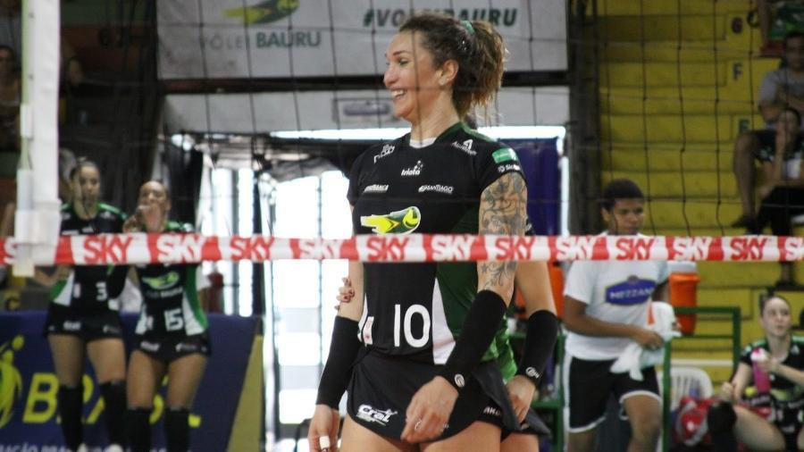 Tifanny sorrindo - Neide Carlos/Volei Bauru