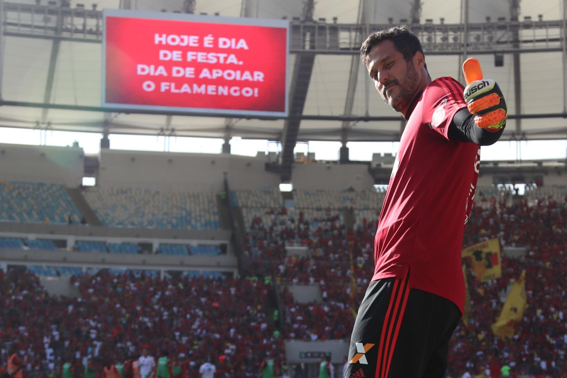 Júlio César se despede do futebol com Flamengo sob pressão e Maracanã cheio  - 21 04 2018 - UOL Esporte 925ad1e37f902