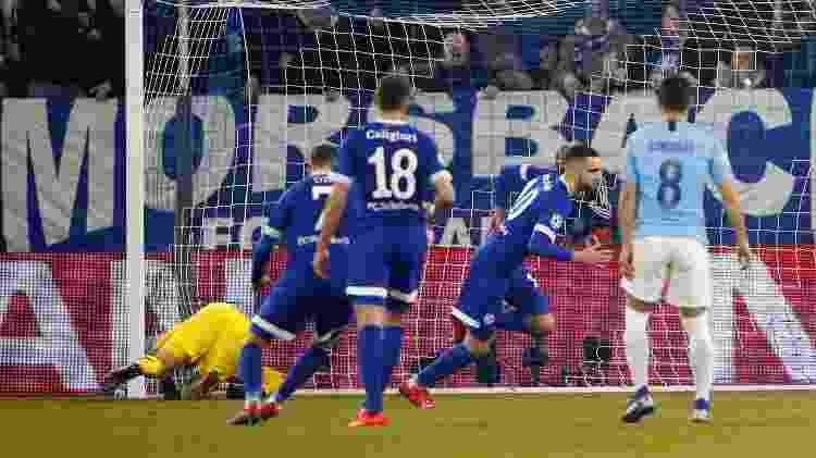 Bentaleb converteu dois pênaltis no primeiro tempo e colocou Schalke 04 na frente - Wolfgang Rattay/Reuters