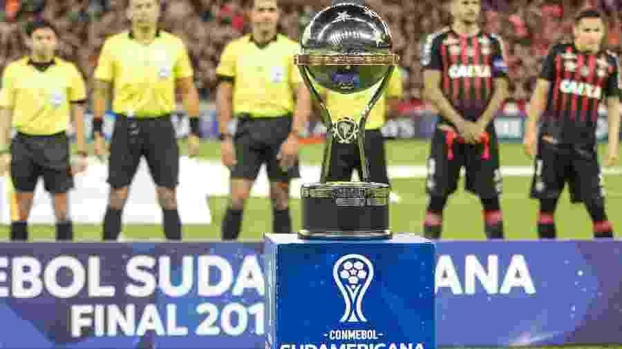 Taça da Copa Sul-Americana - Gabriel Machado/AGIF