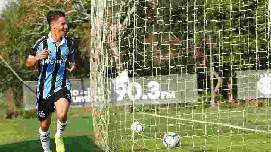 O atacante Ferreira é alvo de sondagens de vários clubes e renovou com Grêmio - Rodrigo Fatturi/Grêmio