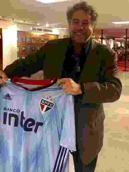 Conselheiro Julio Casares postou foto da nova camisa após reunião do Conselho do São Paulo - Reprodução/Twitter