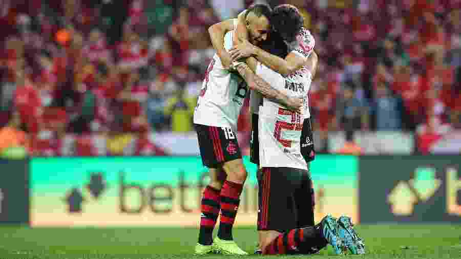 Jogadores comemoram gol do Flamengo. Clássico decisivo neste domingo - Pedro H. Tesch/AGIF