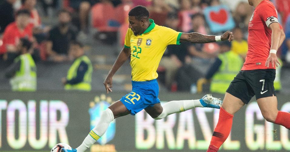 Lateral Emerson em sua estreia pela seleção brasileira principal, em amistoso contra a Coreia do Sul