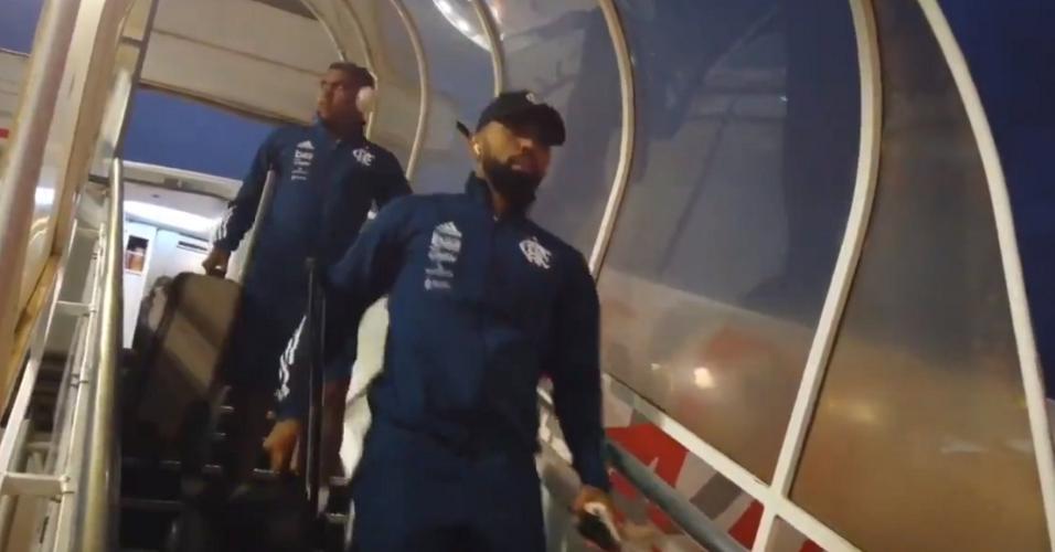 Jogadores do Flamengo desembarcam em Brasília para a Supercopa do Brasil