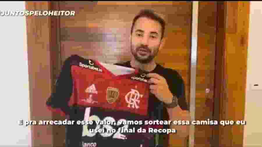 Everton Ribeiro, meia do Flamengo, sorteia camisa em prol de bebê com doença rara - Reprodução Twitter