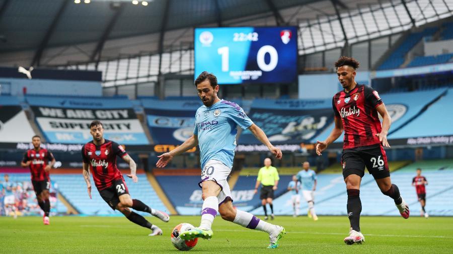 Bernardo Silva, do Manchester City, em lance durante partida contra Bournemouth, no Campeonato Inglês - Victoria Haydn/Manchester City FC via Getty Images