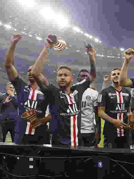 O PSG, de Neymar, ganhou o Campeonato Francês, a Copa da França e a Copa da Liga Francesa  - Reprodução/Twitter PSG