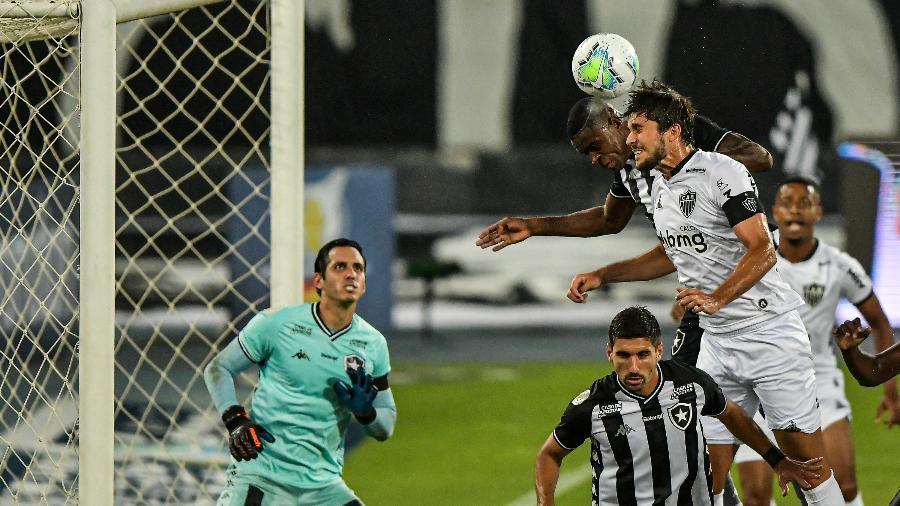 Titular absoluto no Atlético-MG, desde a chegada de Cuca, Rabello é nova baixa para o alvinegro - Thiago Ribeiro/AGIF