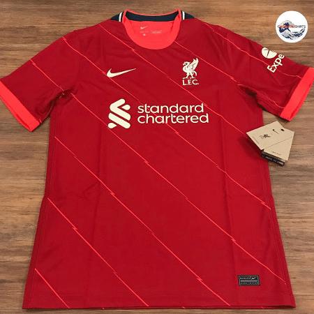 Suposta nova camisa do Liverpool tem riscos em um tom mais claro de vermelho na diagonal - Reprodução/FootyHeadlines.com