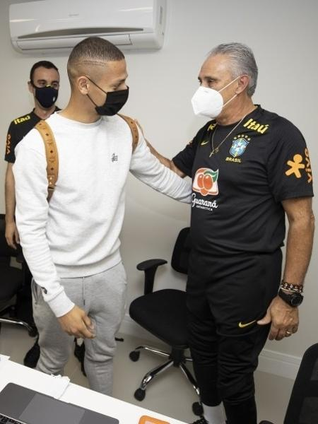 Richarlison e Tite na concentração da seleção brasileira -  Lucas Figueiredo/CBF