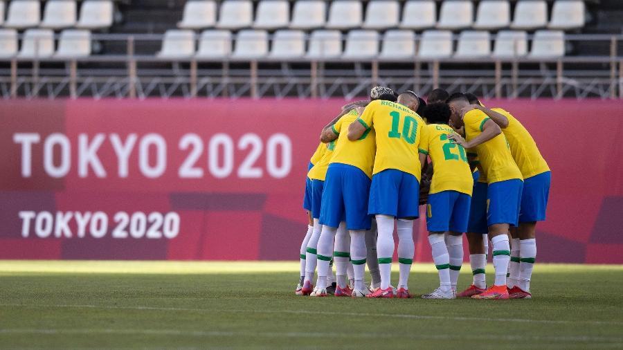 Jogadores da seleção brasileira abraçados antes de jogo contra o México; vitórias nos pênaltis na semifinal - Lucas Figueiredo/CBF
