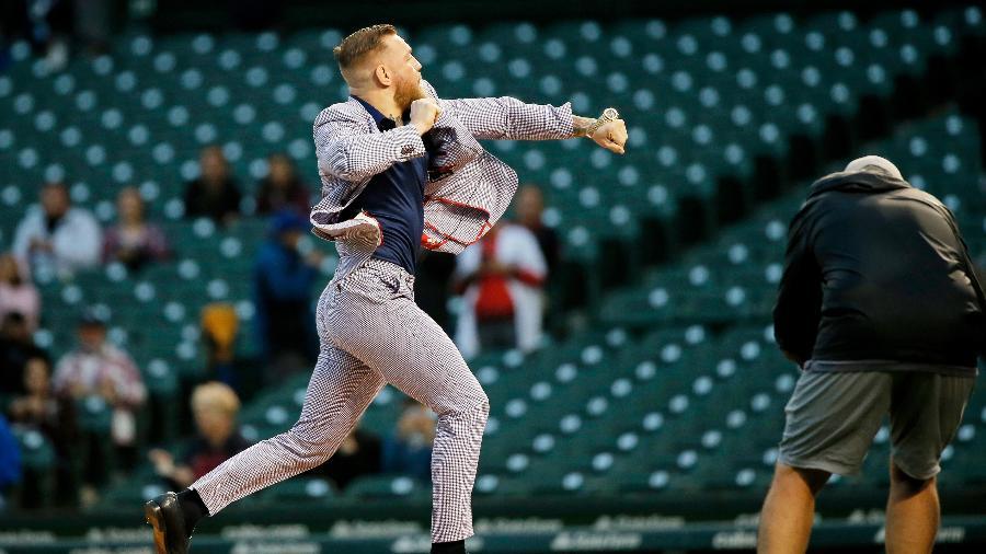 Conor McGregor participou do pré-jogo de beisebol do Chicago Cubs - USA TODAY Sports