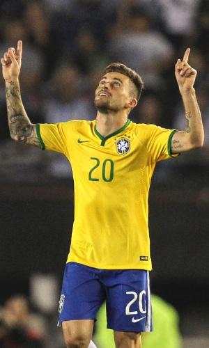 Lucas Lima celebra após marcar o gol de empate da seleção brasileira contra a Argentina