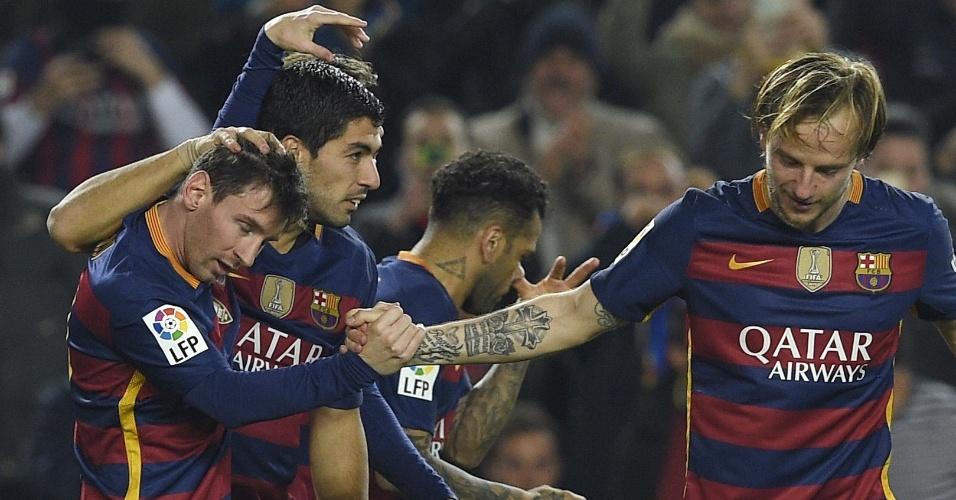 Jogadores do Barcelona comemoram o gol de Luiz Suárez contra o Athletic Bilbao em jogo válido pela Copa do Rei