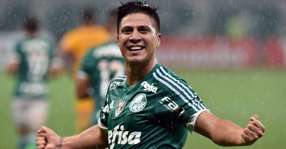 Cristaldo comemora o seu gol pelo Palmeiras contra o Rosario Central, na Libertadores