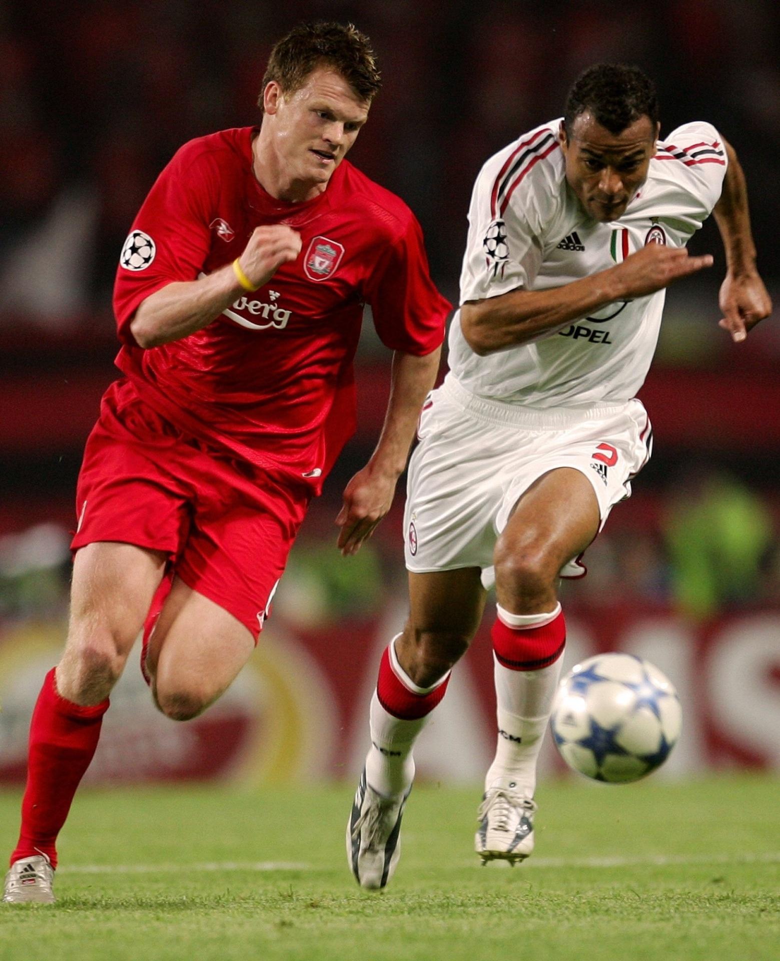 Riise em ação na final da Liga dos Campeões de 2005, em disputa com Cafu