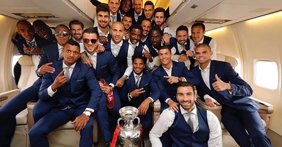 Seleção portuguesa volta a Lisboa com troféu da Eurocopa